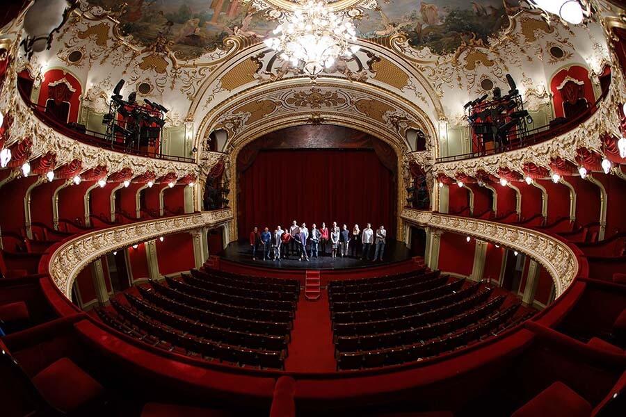 Echipa code932 pe scena Teatrului National Iași